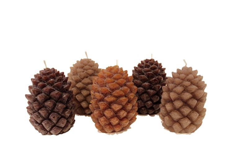 bougies d coratives 39 pommes de pin 39 maison nordik. Black Bedroom Furniture Sets. Home Design Ideas
