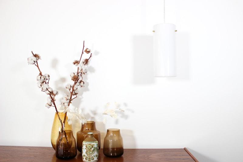 danish modern mid century vintage teck palissandre rio années 50 années 60 années 70 mobilier meuble ancien danois danemark scandinave maison nordik paris meubles décoration design editeur designer suspension ancienne en acrylique plastique blanc luminaire lampe lumière éclairage