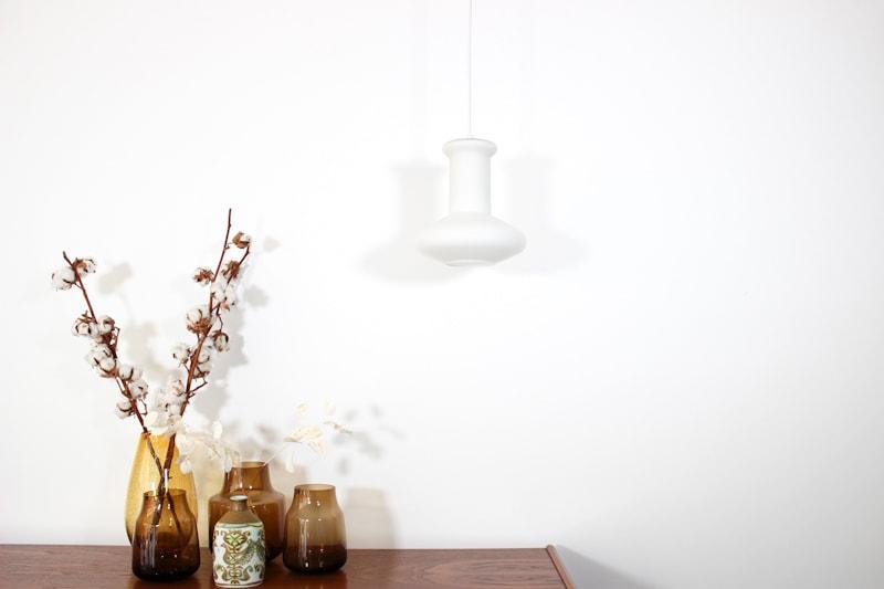 danish modern mid century vintage teck palissandre rio années 50 années 60 années 70 mobilier meuble ancien danois danemark scandinave maison nordik paris meubles décoration design editeur designer suspension ancienne en verre opaline luminaire lampe lumière éclairage