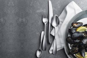 danish modern mid century vintage teck palissandre rio années 50 années 60 années 70 mobilier meuble ancien danois danemark scandinave maison nordik paris meubles décoration design editeur designer georg jensen ménagères 16 pièces collection vivianna acier inoxydable 4 cuillères à soupes, 4 fourchettes, 4 couteaux, 4 cuillères à café