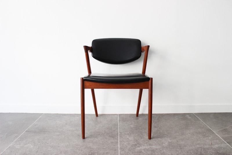 danish modern mid century vintage mobilier en teck palissandre rio années 50 années 60 années 70 mobilier meuble ancien danois danemark scandinave maison nordik paris meubles décoration design nordique éditeur marque designer kai kristiansen chaise numéro 42 modèle z chair en teck assise s'assoir fauteuil chaise de table