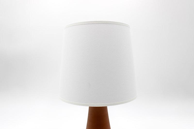 danish modern mid century vintage teck palissandre rio années 50 années 60 années 70 mobilier meuble ancien danois danemark scandinave maison nordik paris meubles décoration design editeur designer céramique soholm lampe de table en faïence lampe céramique lumière éclairage